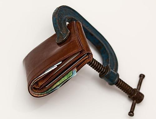 Portefeuille trop gros et lourd avec serre joint.