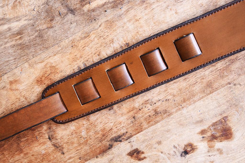 Sangle guitare en cuir masoni Maroquinerie artisanale de Belgique