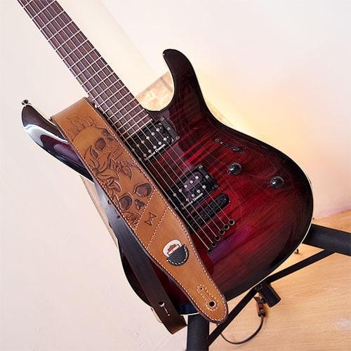 Sangle de guitare en cuir personnalisable tête de mort. Leather straps custom skull