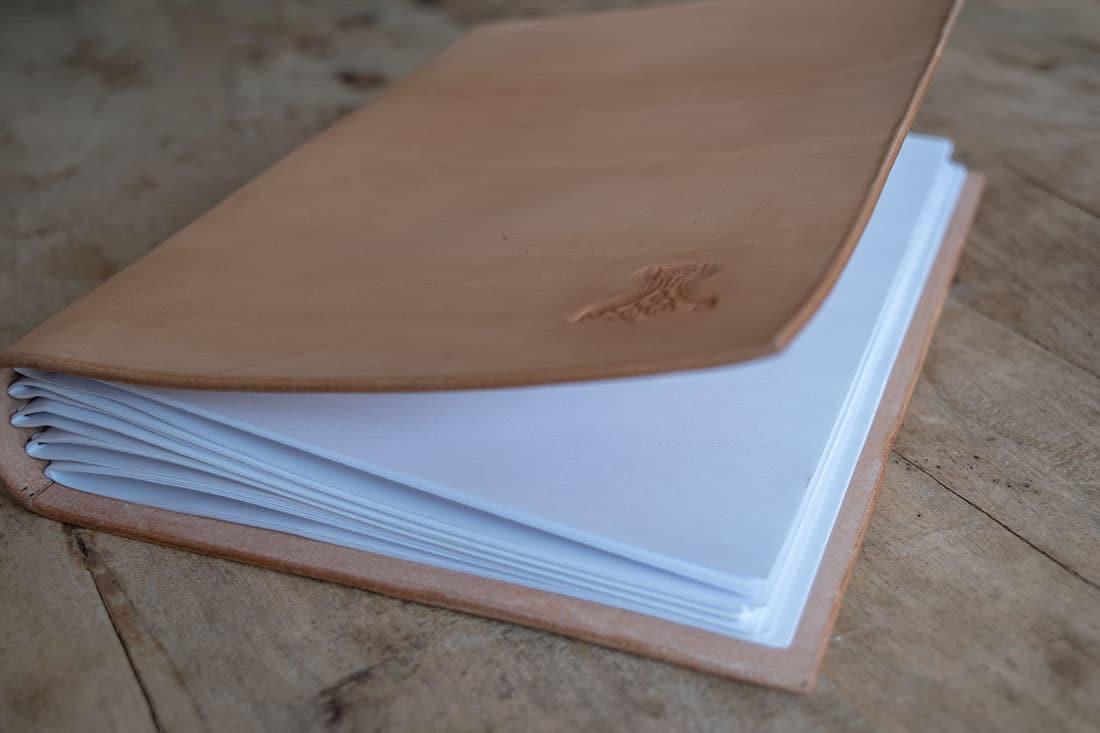 Couvre-livre en cuir Masoni MAroquinerie livre 100 pages
