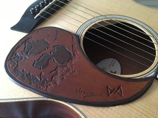 Pickguard en cuir pour guitare personnalisable