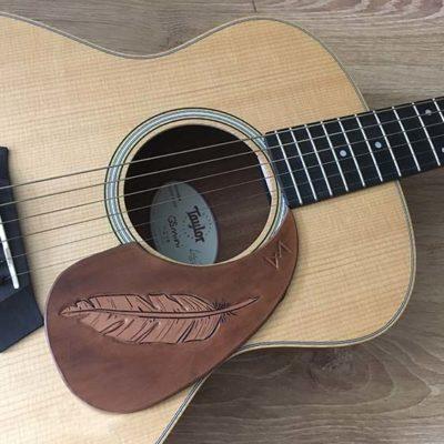 Pickguard en cuir pour guitare acoustique classique plume personalisable