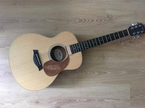 Pickguard en cuir pour guitare acoustique plume personalisable