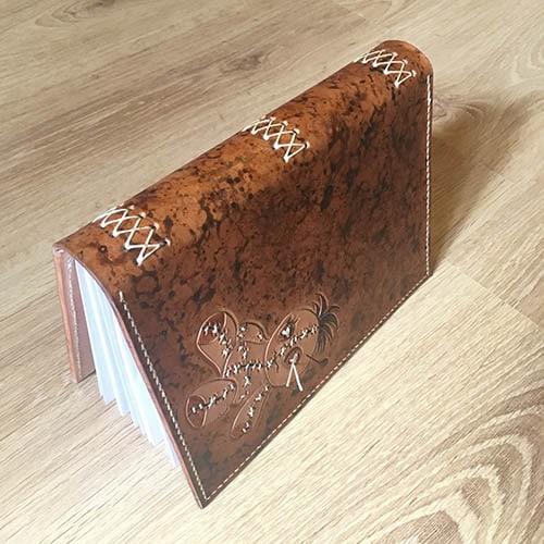 Couvre-livre en cuir format A5 poupée vaudou Masoni Maroquinerie