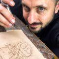 Je grave des tableaux en cuir