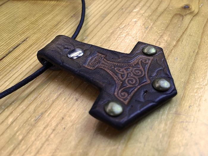 Marteau de Thor pendentif cuir Masoni Maroquinerie